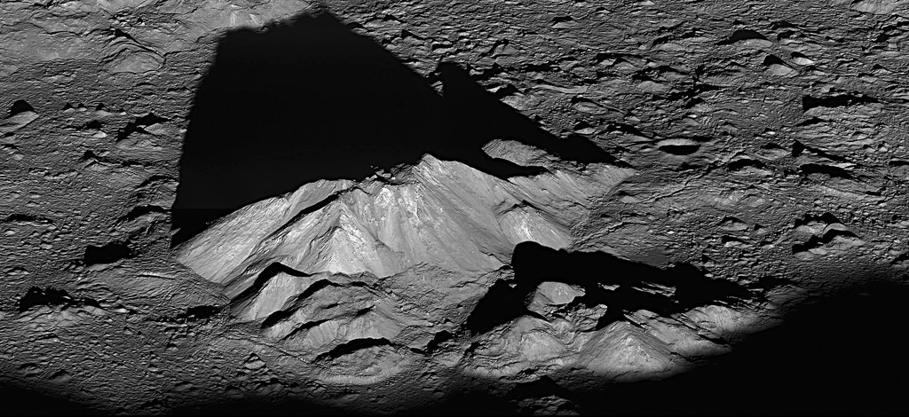 Oblique view of central highlands in Tycho crater, 6/10/11